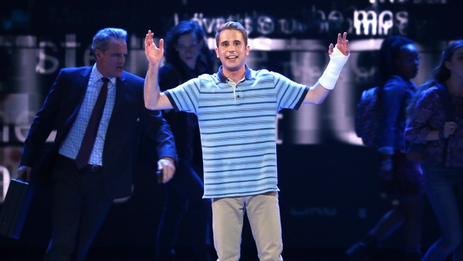 'Dear Evan Hansen' Cleans Up at Tonys, Winning Best Musical and More