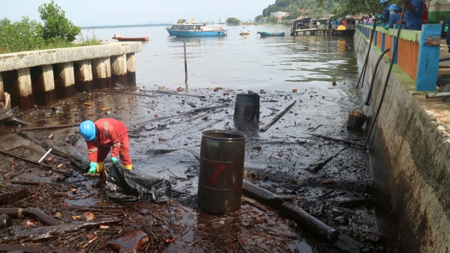 Oil Spill in Indonesia Causes Fire That Kills 5, Sickens Hundreds