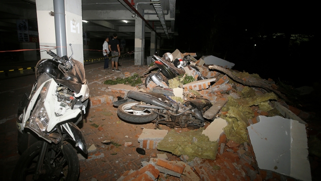Powerful Quake Rocks Indonesia's Lombok Island, 98 Dead