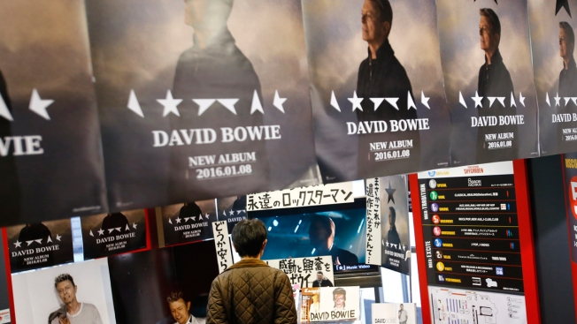 Bowie's 'Blackstar' Debuts at No. 1, First U.S. Chart-Topper