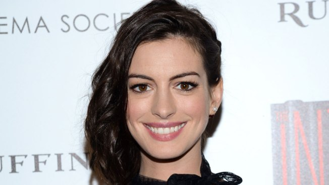 Anne Hathaway Bares Her Baby Bump in Bikini, Acknowledges Pregnancy for 1st Time on Instagram