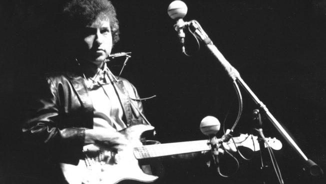 Guitar That Launched Bob Dylan's Electric Era Returns to Folk Fest 50 Years Later