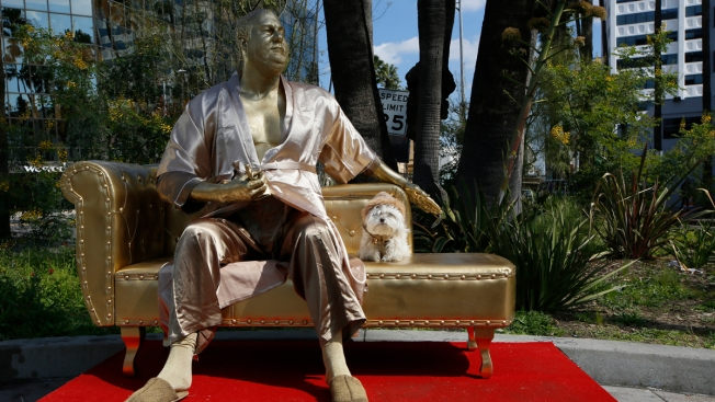 Creepy 'Casting Couch' Statue Depicting Weinstein Appears Ahead of Oscars