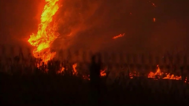 11 000 Acre Creek Fire Forces Hundreds Of Evacuations 210 Freeway