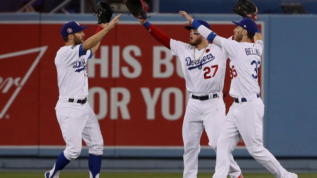 bcdfa595a19 Bellinger Shines Again as Dodgers Win 4th Straight