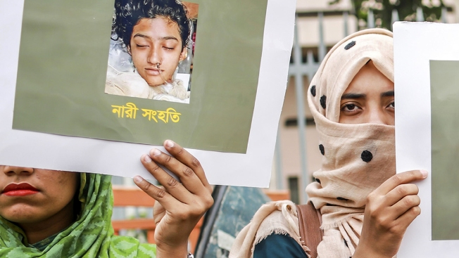 16 Sentenced to Death for Setting Bangladesh Student on Fire