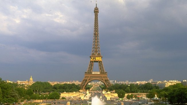 Eiffel Tower: Police Stop Man With Knife Defying Security