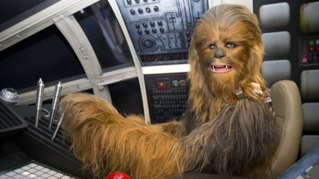 'Star Wars' Chewbacca Actor Sends Note to Child Whose Friend Died