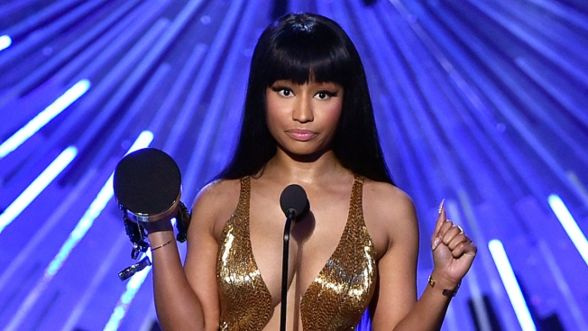 Nicki Minaj Calls Out Miley Cyrus During the 2015 MTV Video Music Awards