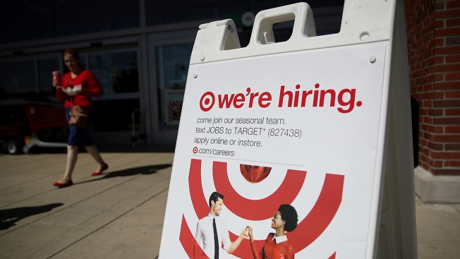 US Businesses Hire 235,000 New Workers in February: Survey