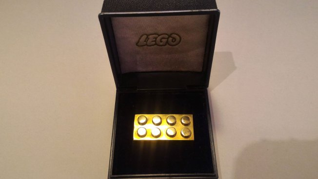 American Collector Nabs Rare 14 Karat Gold Lego Brick For Nearly $20K at Auction