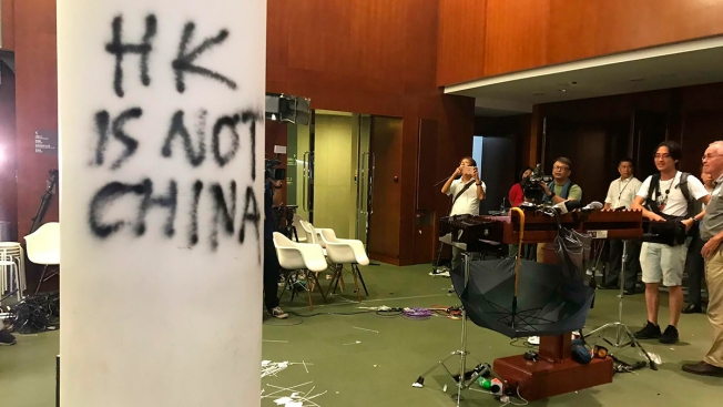 Hong Kong Students Reject Closed-Door Talks With City Leader