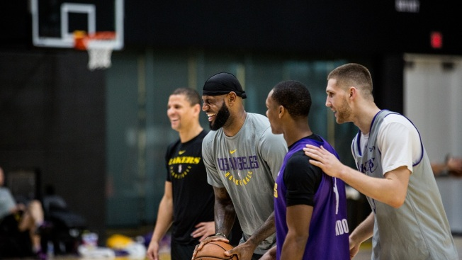timeless design e2f6a 9a55a LeBron James' Status Upgraded to 'Doubtful' for Lakers at ...