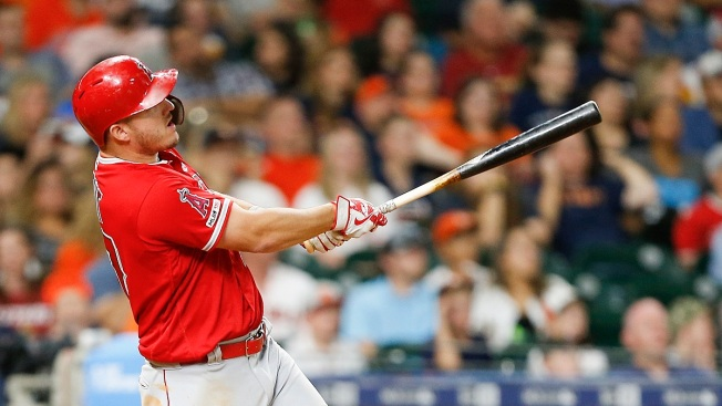 Trout Homers Again, Angels Hit 4 HRs to Edge Astros 5-4
