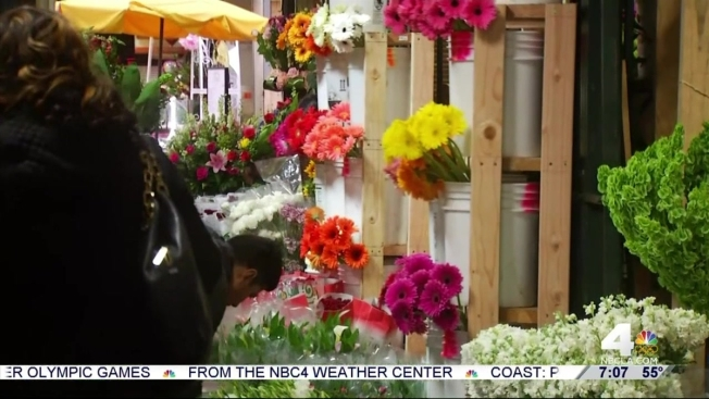 Last minute shoppers flock to flower mall on mothers day nbc mothers day shoppers flock to flower district mightylinksfo