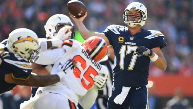 Philip Rivers Leads Chargers To 38 14 Blowout Win In Cleveland