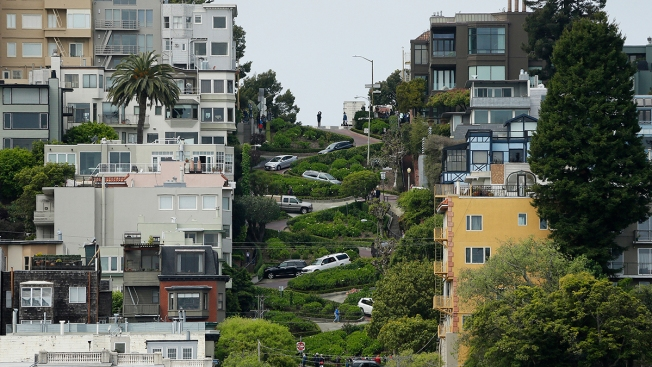 Tourists May Pay Tolls to Drive Crooked San Francisco Street