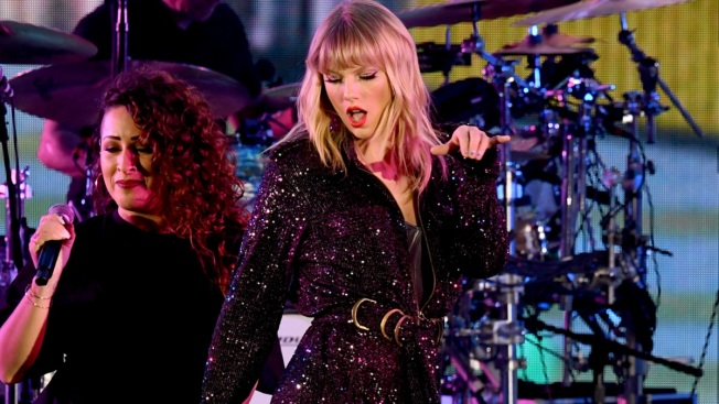 Taylor Swift Can't Shake Off Lawsuit Over Hit Song