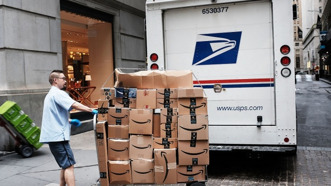 Ex-USPS Supervisor Pleads Guilty to Robbing Mail Trucks in