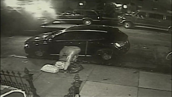 Watch Thieves Strip Luxury Car Parked On Nyc Street Nbc Southern