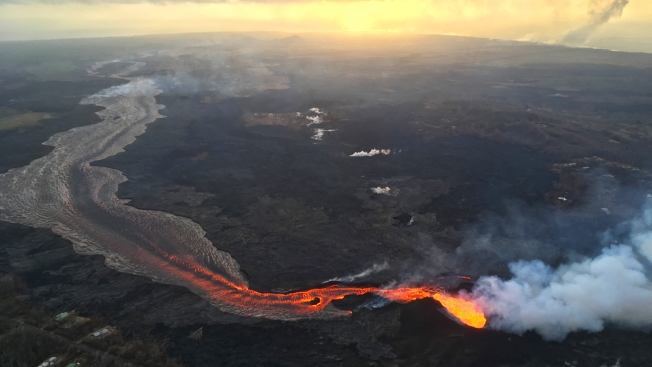 Hawaii Searches for Safe Spots for People to See Lava From Kilauea Volcano