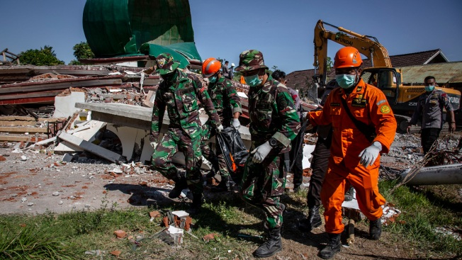 Indonesia Struggles to Recover Quake's Dead, Help the Living