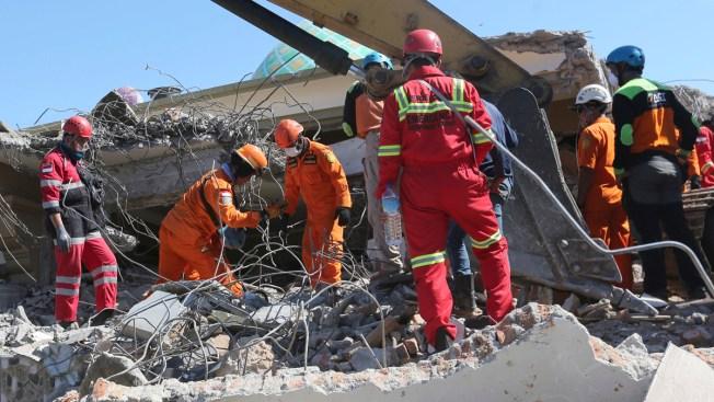 Indonesia Quake Deaths Top 130, Aid Effort Intensifies