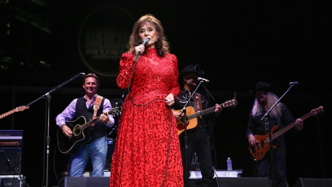 Loretta Lynn is Back Home But Will Delay Album After Heat Stroke