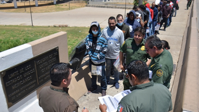 900 Asylum Seekers Returned to Wait in Mexican Border City
