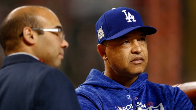 Dodgers Agree on 4-Year Deal With Manager Dave Roberts