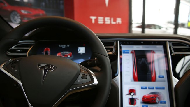 Operational limits played key role in Tesla crash on autopilot: NTSB