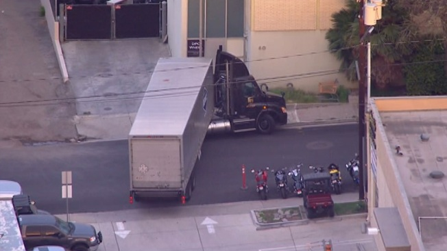 Delivery Truck Hits Gas Line in Thousand Oaks