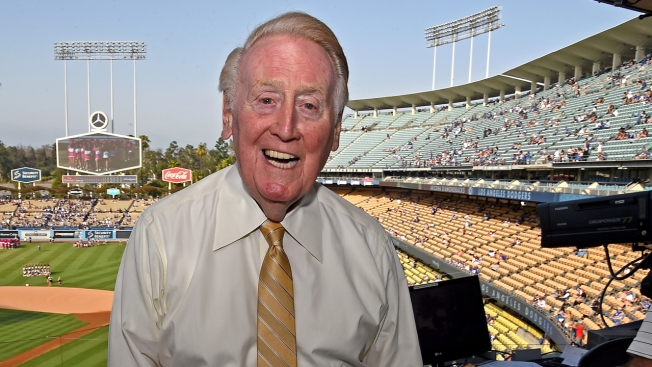 [LA GALLERY] Vin Scully: Photos of a Broadcast Legend