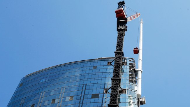 Wilshire Grand Tower Becomes Tallest Building West of the Mississippi River