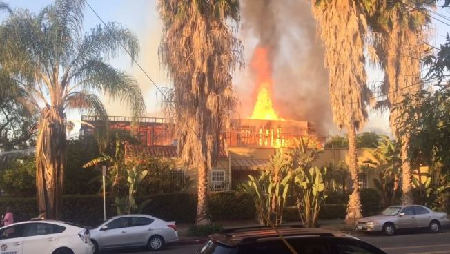 Los Angeles apartment construction site burns