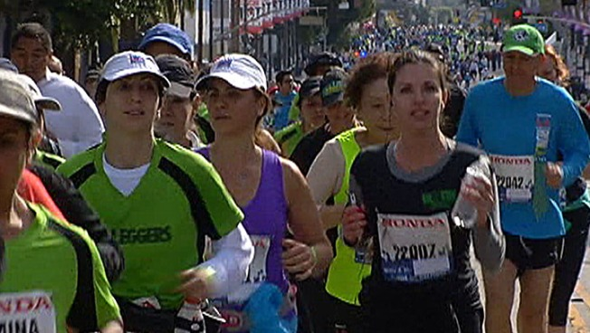 LA Marathon Runners Get Gift of Sun