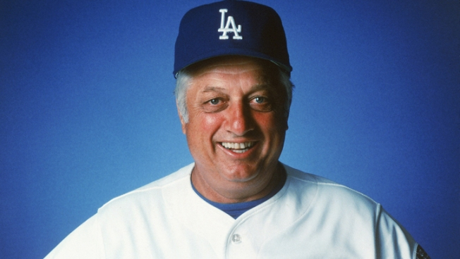 Dodgers' Lasorda Boo'd While Being Honored For WWII Service