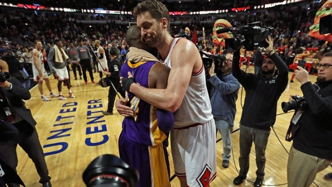 Pau Gasol Introduces Kobe Bryant Before Facing Him for Final Time