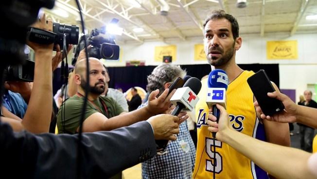 Daniels scores career-best 31 to lead Grizzlies past Lakers