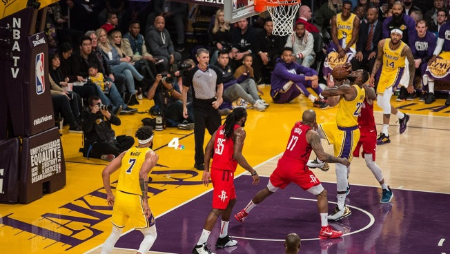 LeBron James, Lakers Race to Make Playoffs