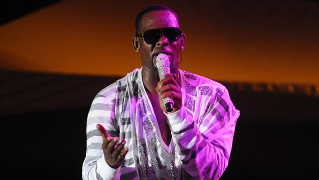 Singer R. Kelly Sued By Former Manager