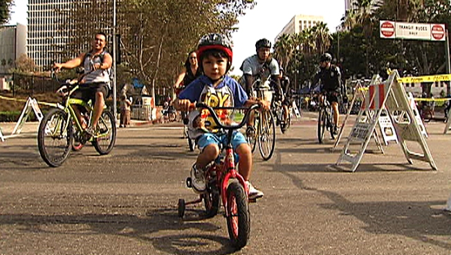 CicLAvia: Cyclists Celebrate Car-Free LA
