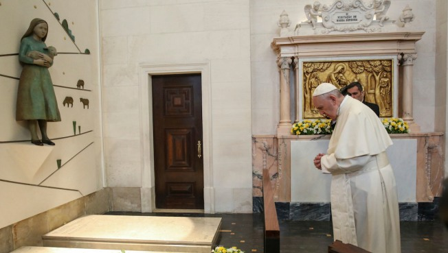Pope Makes 2 Fatima Children Saints on Centenary of Visions