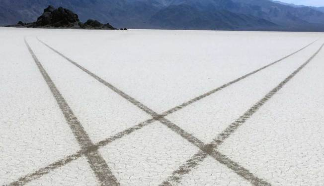 [LA GALLERY] Tire Tracks Scar Death Valley National Park's Racetrack Playa