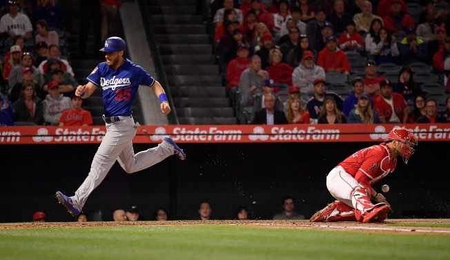 Dodgers Score 5 Runs in Seventh to Steal Second Game of Freeway Series