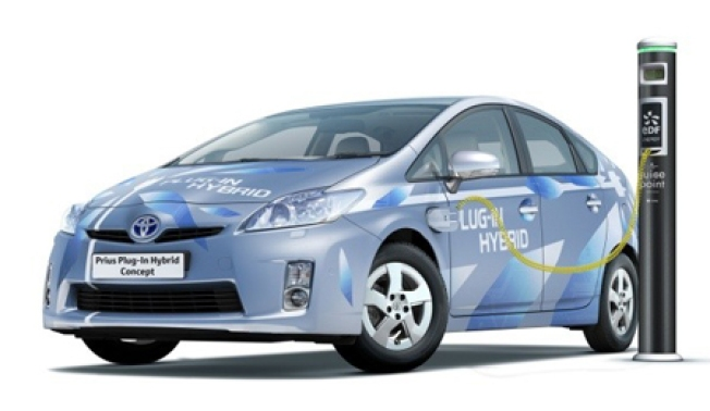 Toyota to Debut Plug-in Prius This Month
