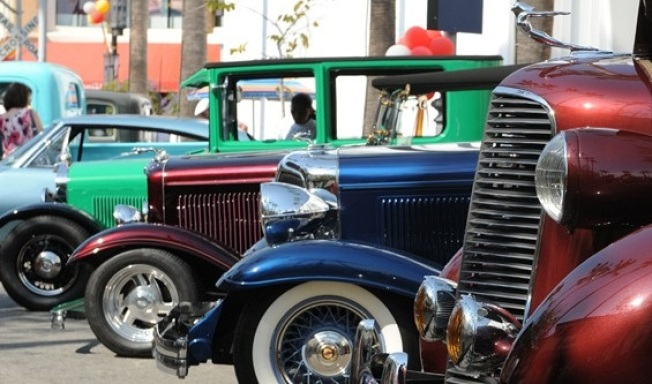 Farmers Market Free: The Gilmore Heritage Auto Show