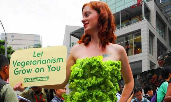 "PETA's ""Lettuce Ladies"" Visit Hollywood"