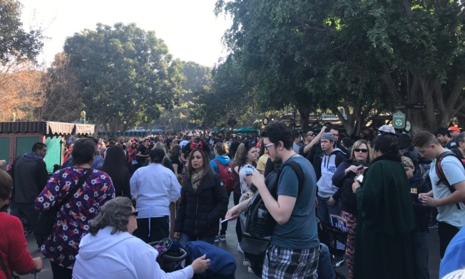 Power Outage, People Stranded on Disneyland Are Stuck