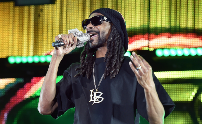 Snoop Dogg Shares This Epic Throwback Picture in Honor of His 19th Wedding Anniversary